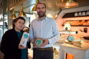 prestes-presenta-su-nuevo-queso-de-cabra-el-primero-elaborado-en-Galicia-con-leche-de-raza-saanen